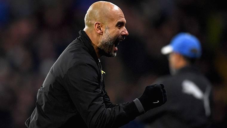 Pep Guardiola, celebrando un gol marcado por el Manchester City