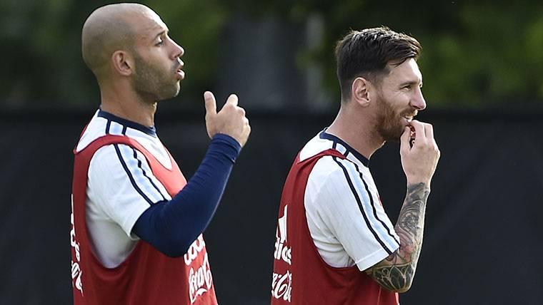 """Messi confirma que Mascherano puede irse: """"Desea más minutos"""""""