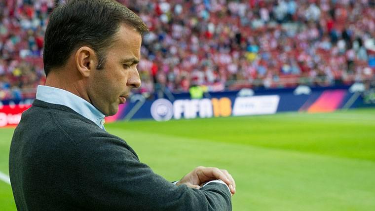 """El Villarreal habla de """"doble rasero"""" del árbitro ante el Barça"""