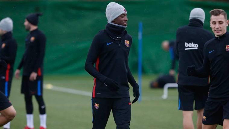 Ousmane Dembélé, cerca de ser uno más en los entrenamientos