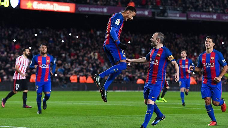 """Iniesta: """"Me molestaría que Neymar fichara por el Madrid"""""""
