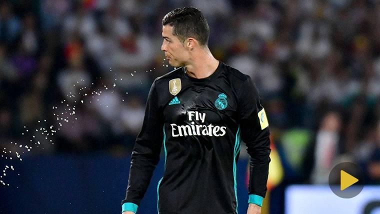 La reacción de CR7 cuando le corearon el nombre de Messi