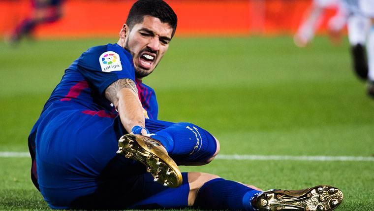 El árbitro también se 'comió' un penalti de Schär a Suárez