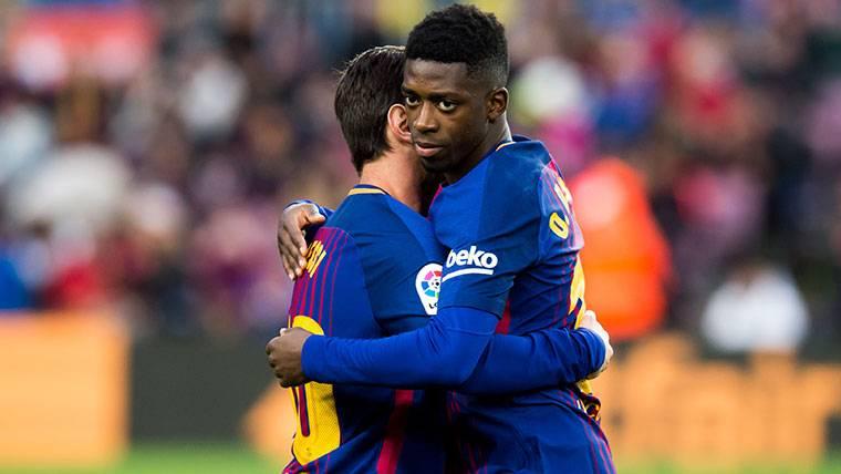Ovación descomunal para Messi antes de dar bola a Dembélé