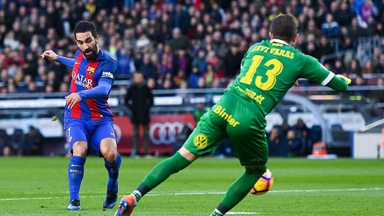 Arda Turan, durante un partido con el Barça la pasada temporada