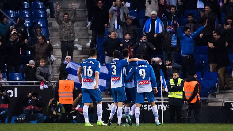 Jugadores del RCD Espanyol, celebrando un gol