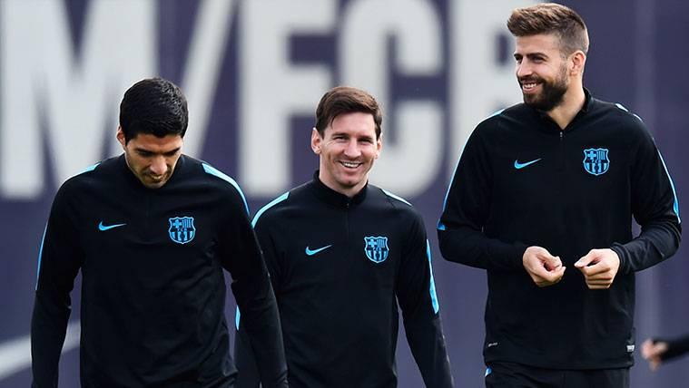 Suárez y Messi vacilan a Piqué y le dicen que se puede retirar