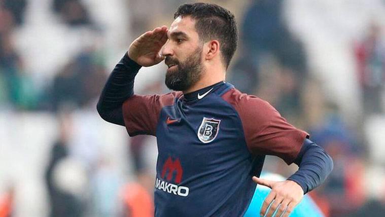 Arda Turan debuta con golazo en la victoria del Basaksehir