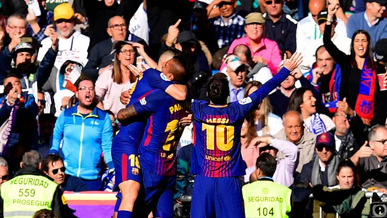 El público tiró cuatro mecheros a los jugadores del Barça