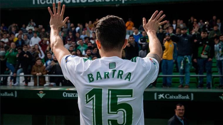 Marc Bartra ya vuelve a sonreír en las filas del Real Betis