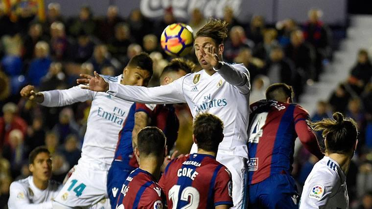 El Madrid se la vuelve a pegar en el 90 y contra el Levante