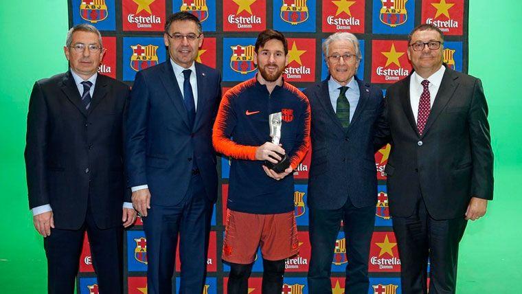Messi engorda sus vitrinas con un nuevo premio del Barça