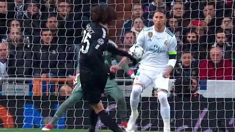 ¡Penalti perdonado en el Madrid-PSG por manos de Ramos!