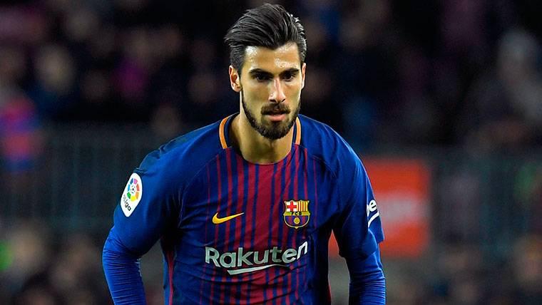 La afición del Barça pide un once sin André Gomes en Londres
