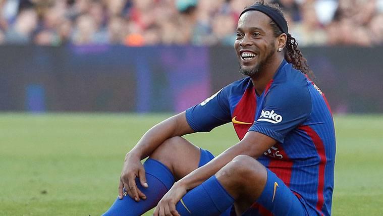 Ronaldinho volverá a jugar con la camiseta del FC Barcelona