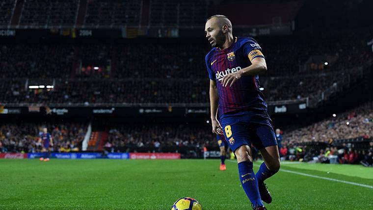 El relevo generacional de Iniesta, en las botas de tres jugadores