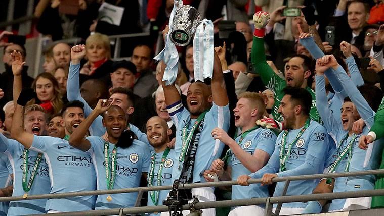Pep Guardiola gana su primer título con el Manchester City