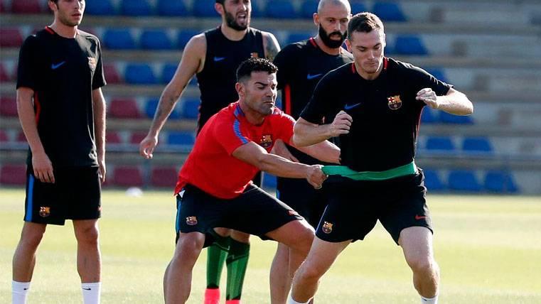 El Barça tiene una semana para activar a su pareja de centrales