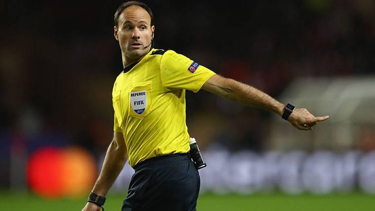Los tres fallos garrafales de Mateu Lahoz contra el Barcelona