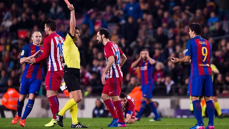 El arbitraje puede perjudicar de nuevo al Barça ante el Atlético