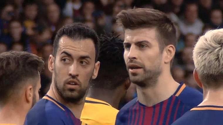 La historia de Busquets y Piqué justo antes de la falta de Messi