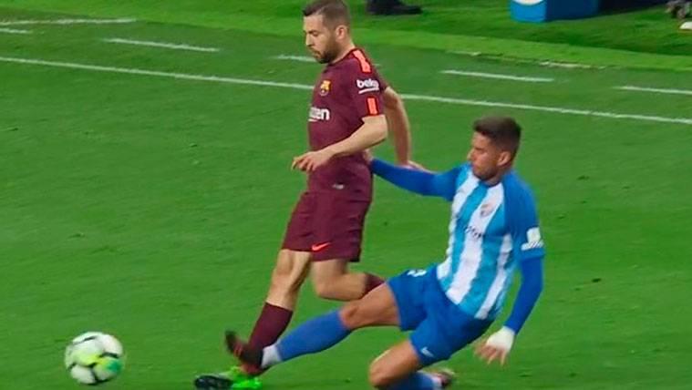 Tarjeta roja a Samuel por una entrada salvaje sobre Jordi Alba