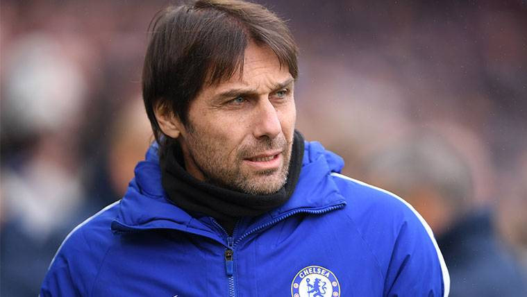 Antonio Conte en un partido con el Chelsea