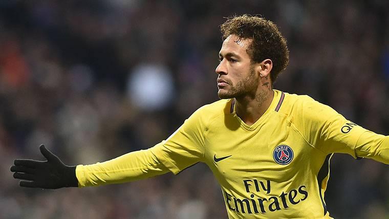 Neymar, celebrando un gol con el PSG