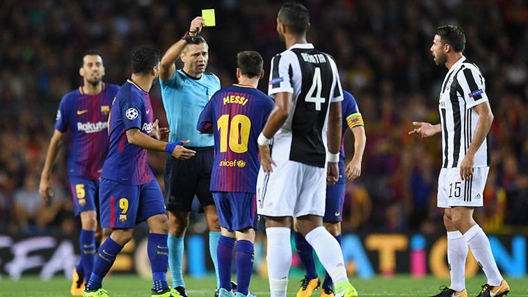 El árbitro del Barça-Chelsea ya tuvo un pique con Leo Messi