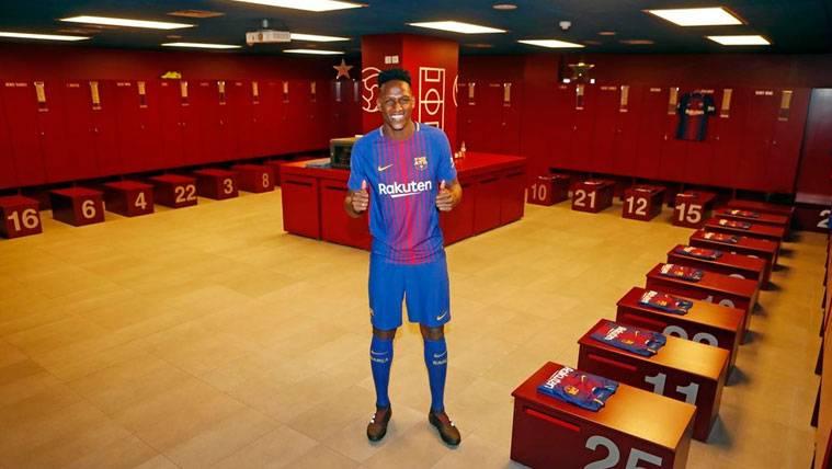 Yerry Mina en el vestuario del FC Barcelona