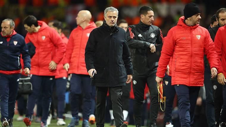 Mourinho la lió en sala de prensa tras el descalabro del United