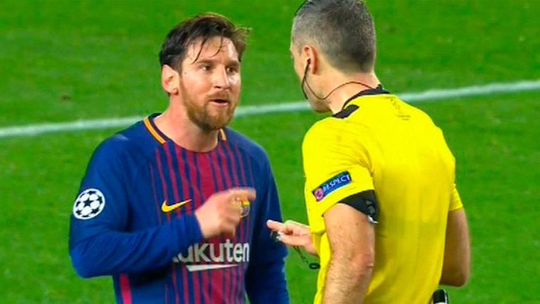 Messi entró en cólera con el árbitro del Barcelona-Chelsea