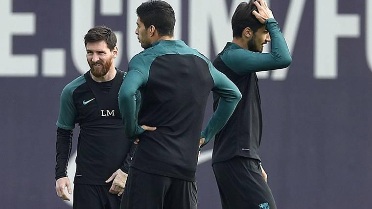 TERAPIA: Messi y Suárez, volcados con André Gomes en el Barça