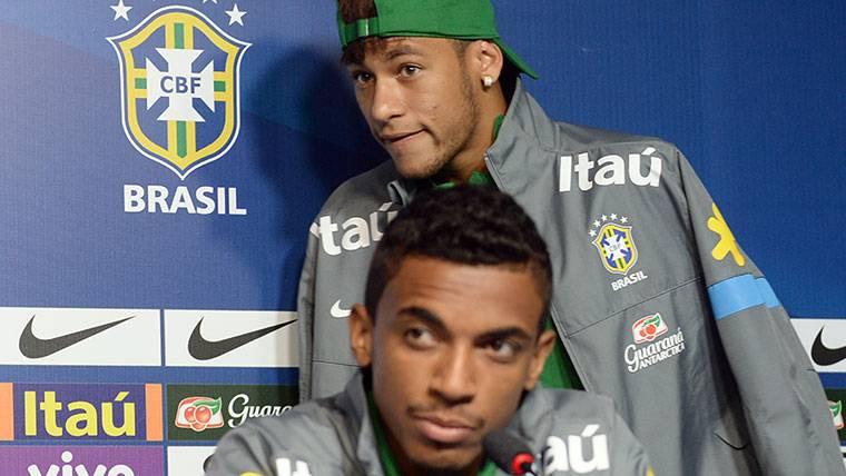"""Gustavo: """"Hay muchas opciones de que Neymar deje el PSG"""""""