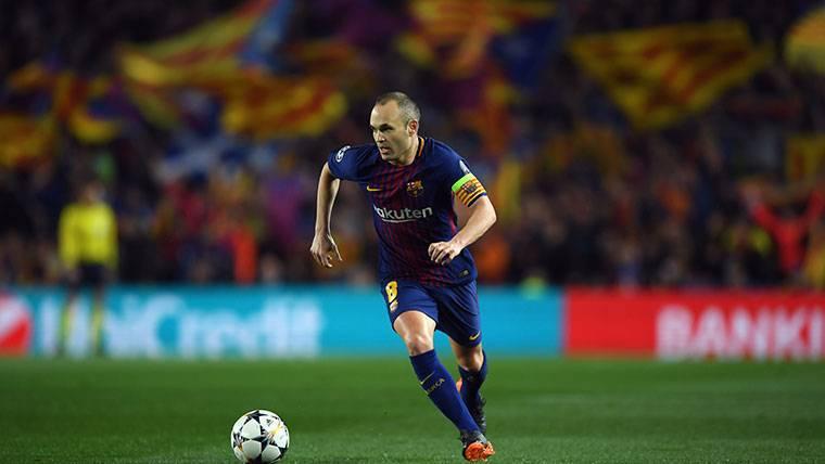 """El Camp Nou, a los pies de su capitán: """"¡Iniesta, quédate"""""""