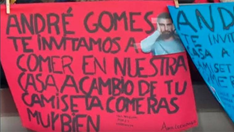 La original pancarta de apoyo de unas niñas a André Gomes