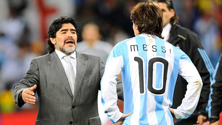 Leo Messi recibe un gran consejo de Diego Armando Maradona