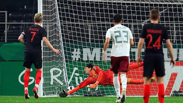Ivan Rakitic marca el gol de la victoria de Croacia ante México (0-1)