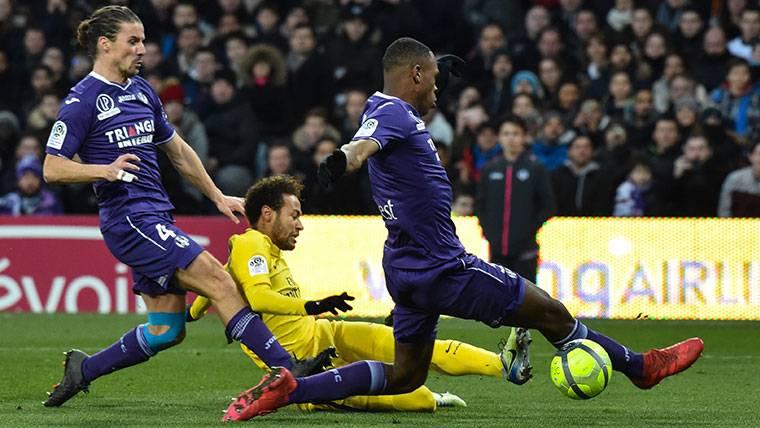 Así juega Issa Diop, el central que amargó a Neymar y que quiere el Barça