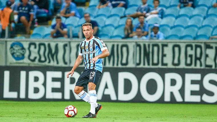 Neymar habría aconsejado a Arthur sobre la vida en Barcelona