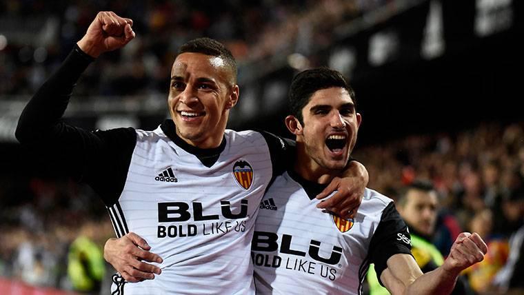 El Valencia gana al Espanyol y le quita el tercer puesto al Madrid