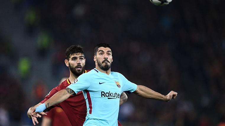 Dos jugadores de la Roma debieron ver tarjeta roja contra el Barça