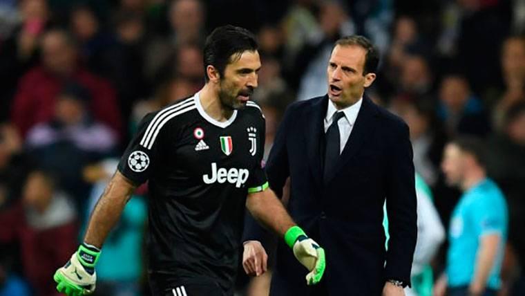 """Buffon: """"El árbitro, en vez de corazón, tiene un cubo de basura"""""""