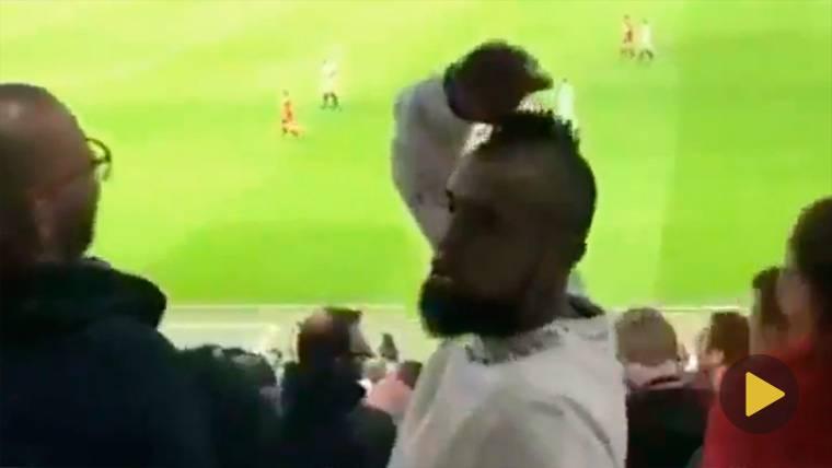 Tremendo enfado de Arturo Vidal tras el penalti del Madrid