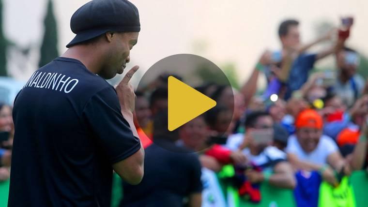 """Ronaldinho: """"Por todo lo que ha hecho, Messi es mejor que yo"""""""