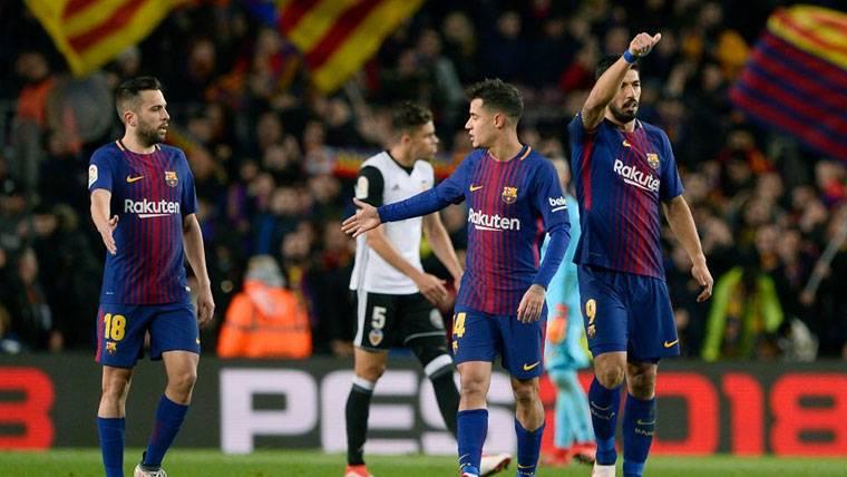 Coutinho y Suárez, celebrando el gol marcado al Valencia