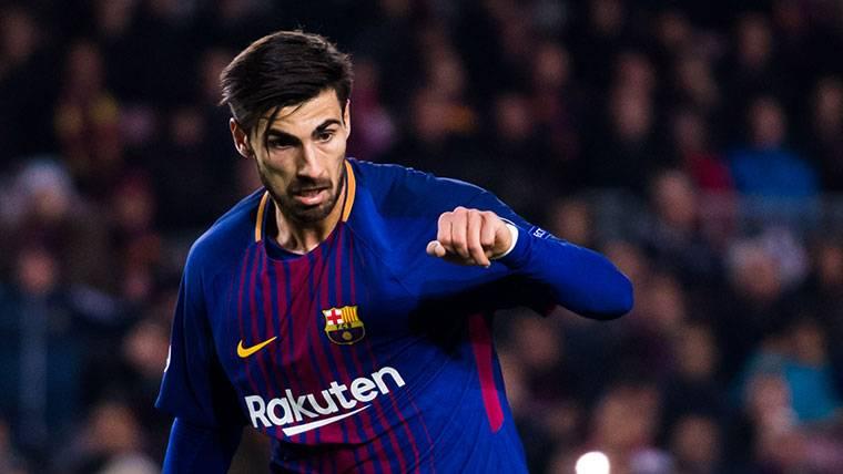 André Gomes se vuelve a dirigir a la afición del FC Barcelona