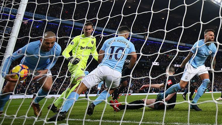 Los planes del Manchester City pondrían a Agüero en el mercado