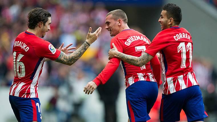 Los jugadores del Atlético de Madrid celebran uno de los goles al Levante