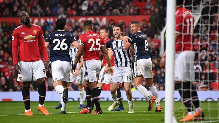 Los jugadores del West Brom celebran un gol al Manchester United